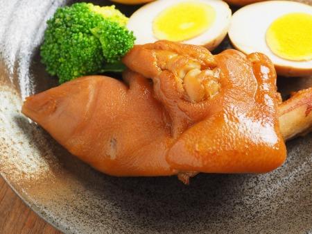 お茶っ葉燻製、煮玉子、豚足11