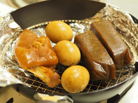 お茶っ葉燻製、煮玉子、豚足01