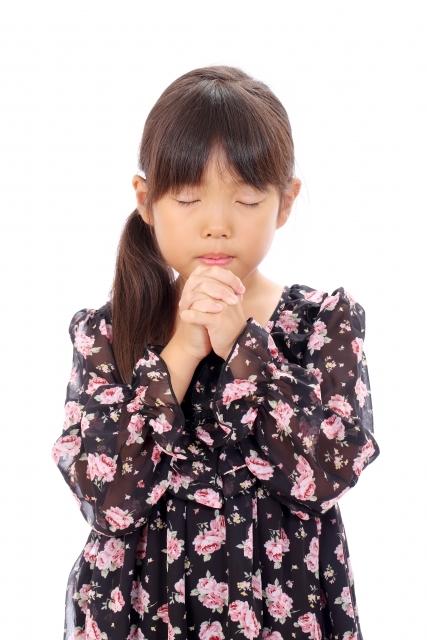 祈る女の子