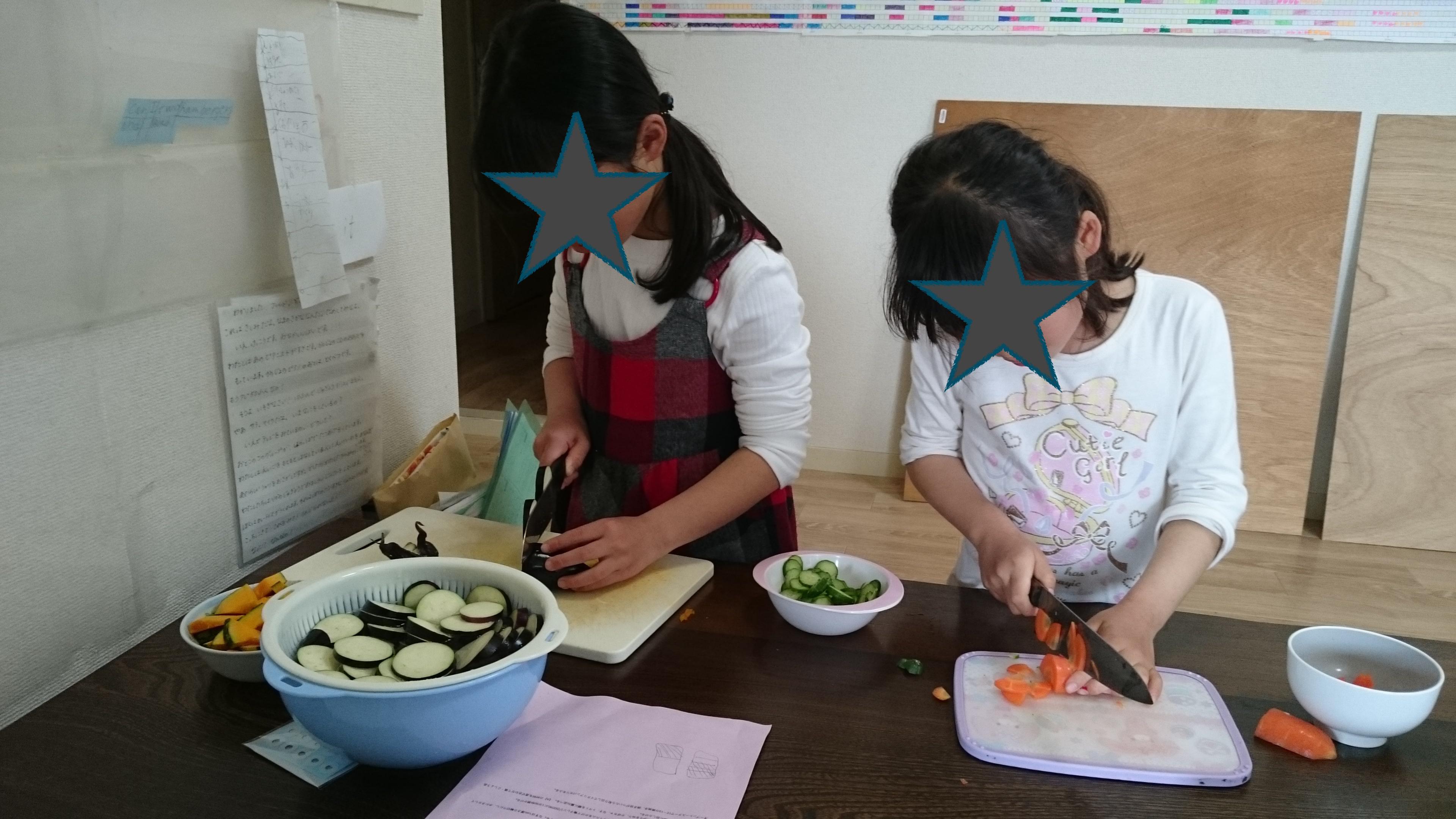 娘たち料理 野菜グラタンとポテトサラダ