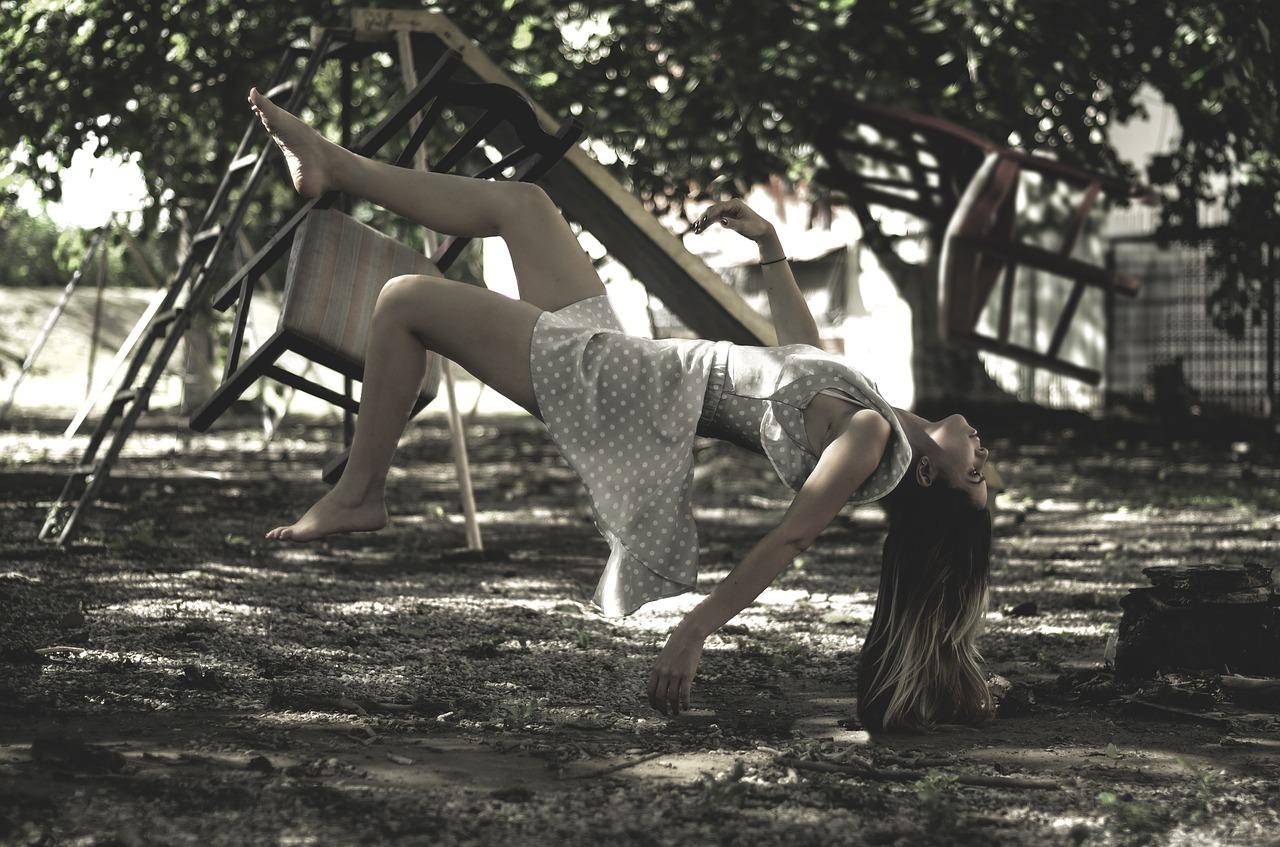 levitation-1884366_1280.jpg