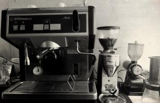 移動カフェ EZYCAFEのエスプレッソマシン - Nuva Simonelli Appia