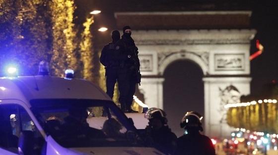 パリ、シャンゼリゼのテロ
