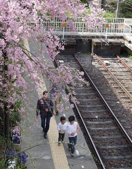 大平台駅で電車見2