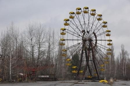 けものフレンズ チェルノブイリ原発事故によって放棄され、廃墟と化した「プリピャチ遊園地」の観覧車。