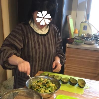 ゆるキャラ部下ちゃん、アボカドのお皿に(^-^)