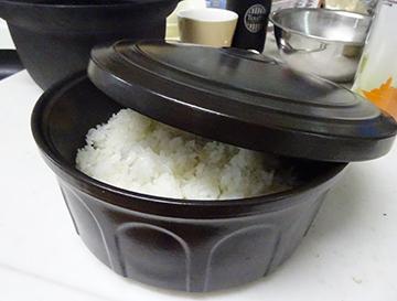 南部鉄IH対応土鍋で炊いています。