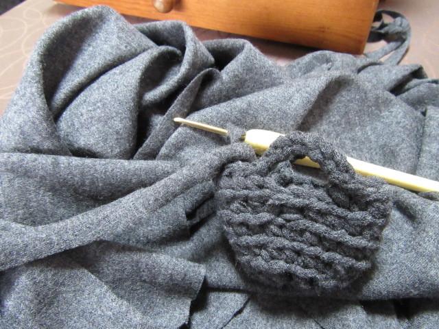 ハギレを切って編む