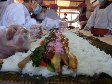長巻き寿司95