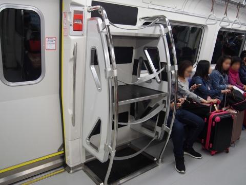 普通車の荷物置き場