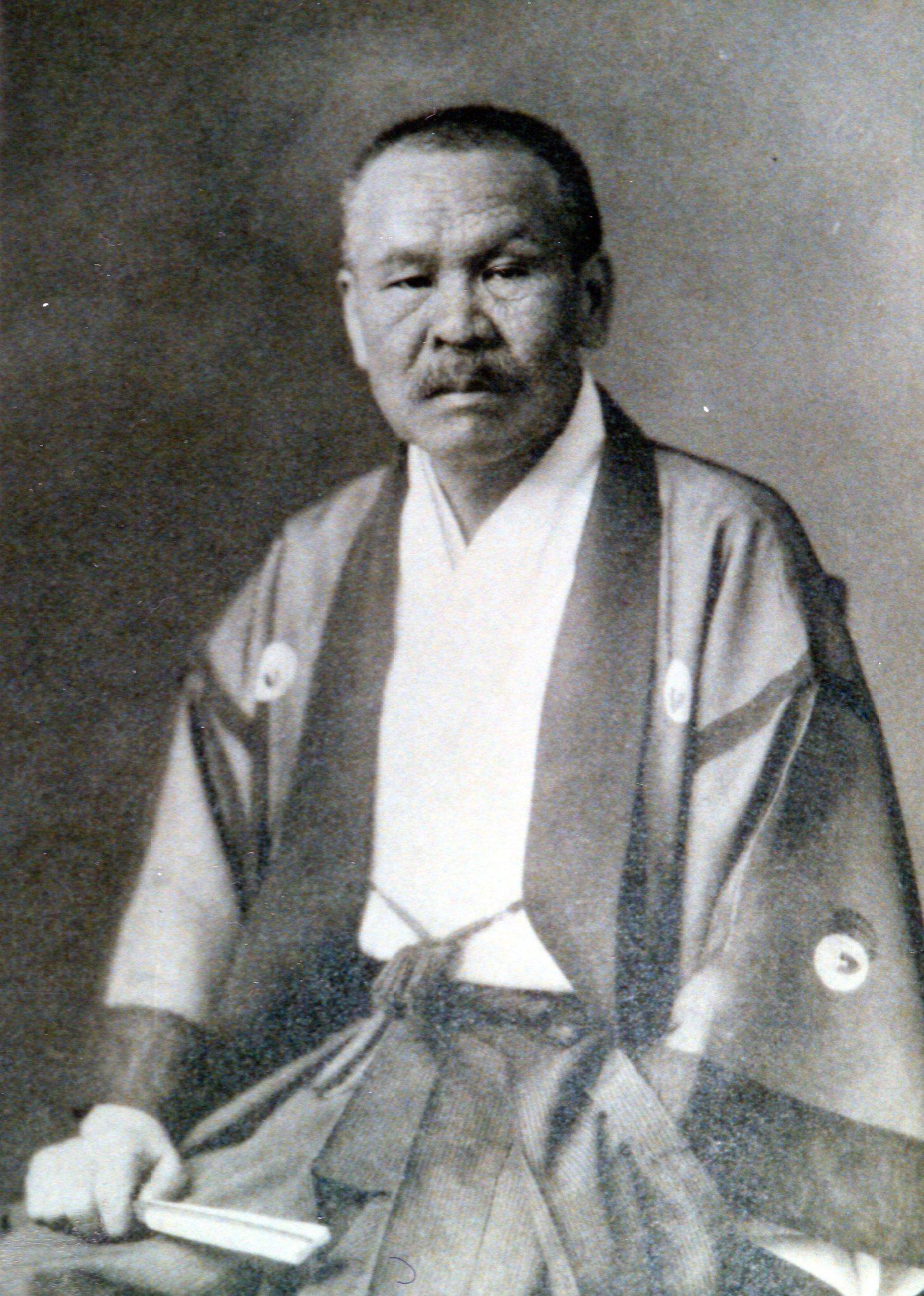 井上 角五郎