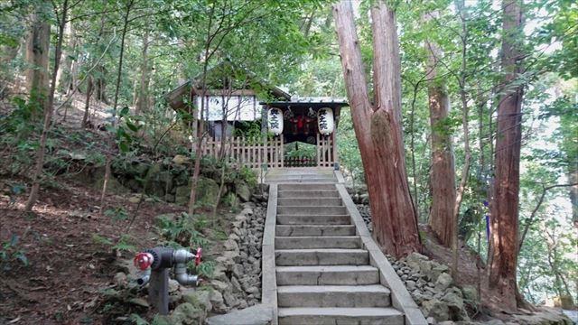 さらに階段を登ると奥の院です ・・・