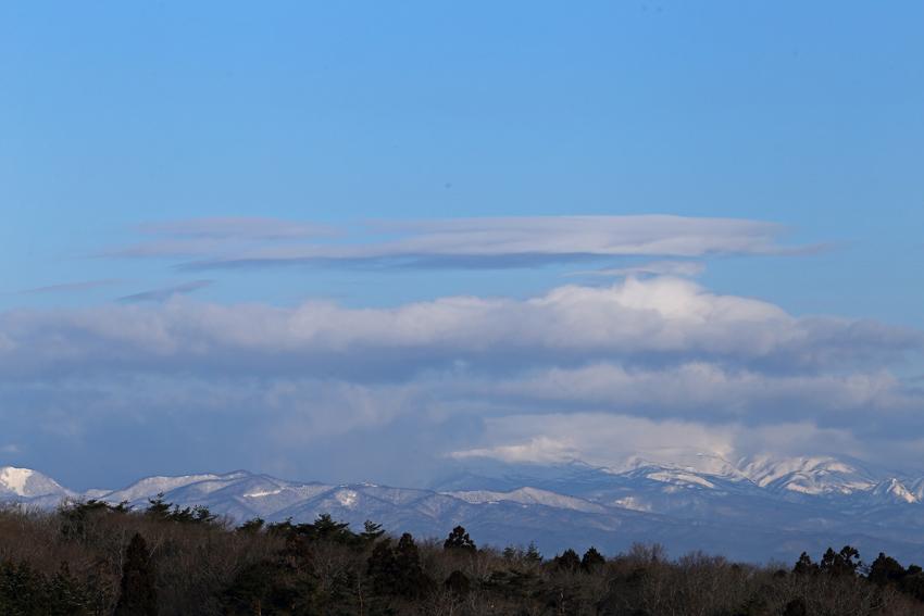 20170311焼石連峰と雲
