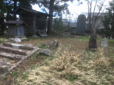 神社参道にある櫓台と思われる場所