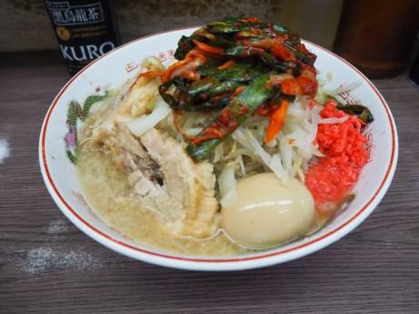 170507_横浜関内_小ラーメン_麺少な目_ニラキムチ_ヤサイニンニクベニ