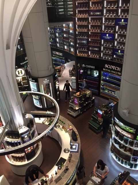 WhiskyShop_Changi_001.jpg