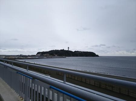 2017 えのすいから江の島を臨む