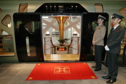 Train-Suite-Shikishima-2.jpeg