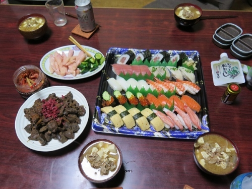 半額寿司、とりレバー煮、豚汁
