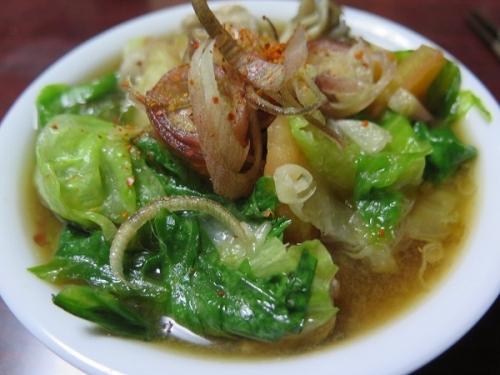 サラダになる筈だった豚肉とトマトとレタスの鍋