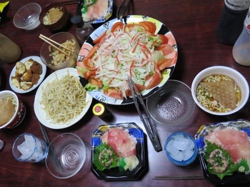 マグロネギトロ丼、カニカマサラダ、モヤシ卵とじ、メンマ、サーターアンダギー他