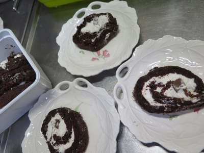 チョコロールケーキの端っこ