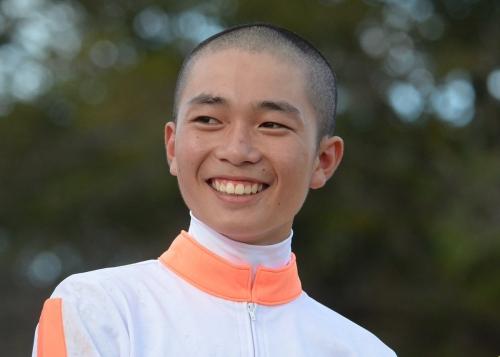【競馬】川又賢治くん、デビュー2日目にて2人気の馬で落馬