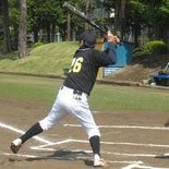 3回表、先頭の宮崎が三塁打を放つ