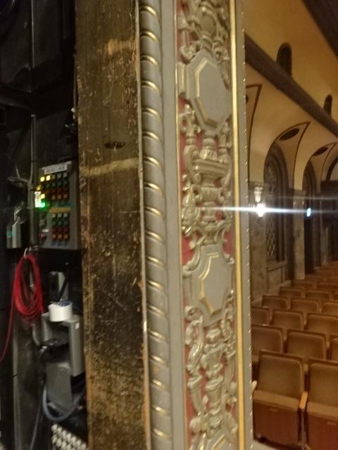 三越劇場 舞台柱