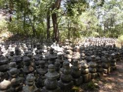 たくさんの五輪塔