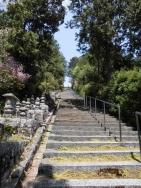 石塔への階段