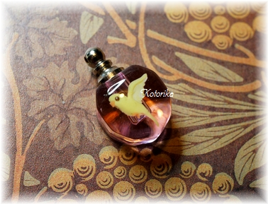 香水ボトル1
