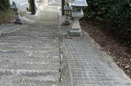 階段の両側がピンコロ