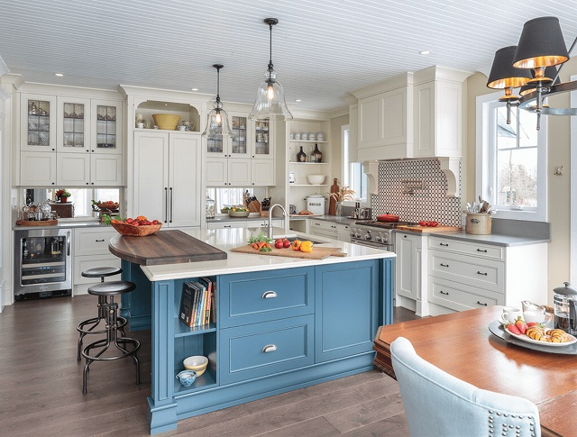 blue-white-kitchen1.jpg