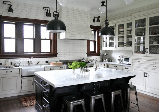 white-black-colorblock-kitchen.jpg