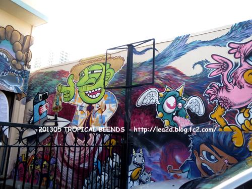 201305 カカアコにあるトロピカルブレンズのウォールアート