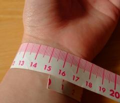 手首サイズの測り方