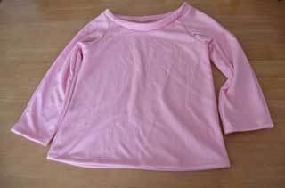 ピンクのTシャツ
