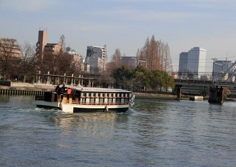 14 大川を下る舟
