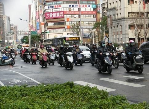 25 バイクの通勤ラッシュ