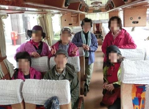 6 バスの車内