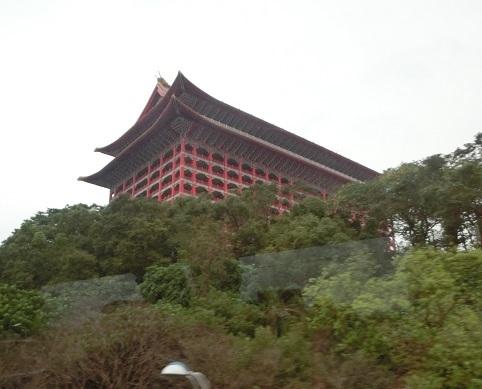 8 バス車窓から圓山大飯店