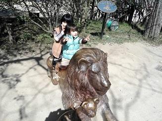 10 ライオンに乗る