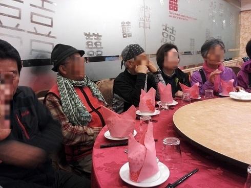 14 夕食の中華料理を待つ