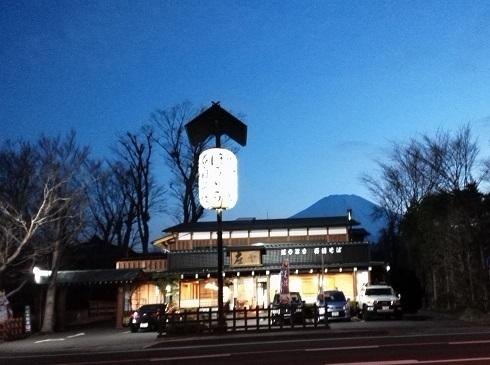 7 ほうとう料理屋さんと富士山