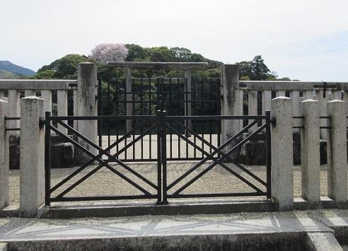 10 崇神天皇陵