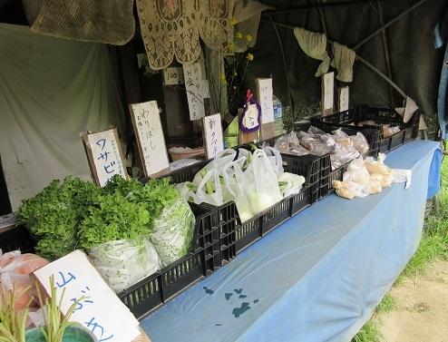 17 無人の農産物売り場