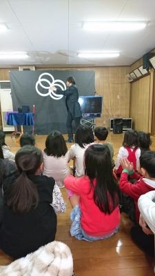 関西、大阪のマジシャン・大道芸人Entertainer MIKIYAが大阪府高槻市の西真上クラブ(子供会)にて出張パフォーマンス(パフォーマー派遣、マジシャン派遣)。エイトリングによるジャグリング。