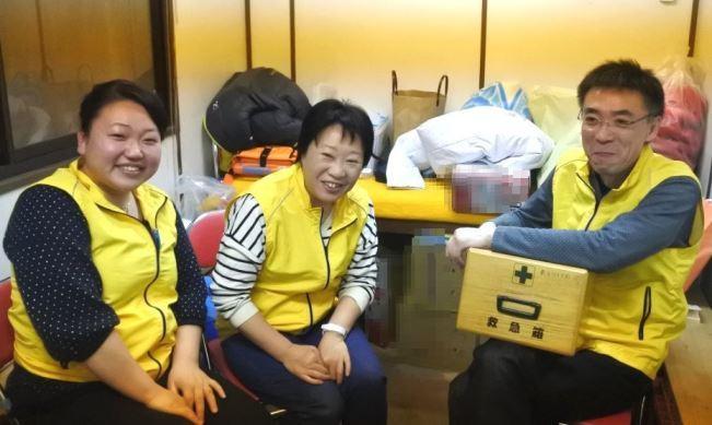 待機する松島院長と看護師