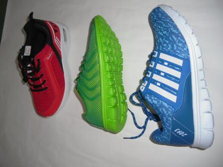4 大衆靴ながら色が楽しい